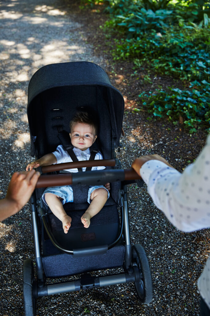 Kombi-Kinderwagen mit drehbarer Sitzeinheit