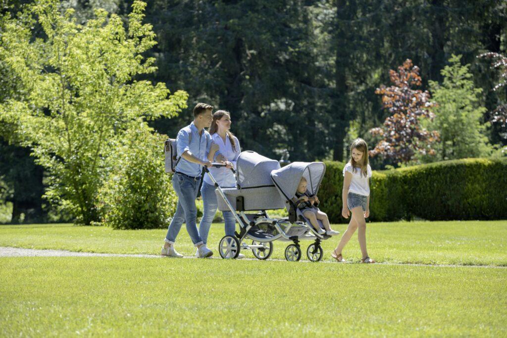 Geschwisterkinderwagen mit Babywanne und Sitzeinheit