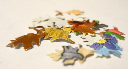 Herbstblätter mit Motivlocher ausgestanzt