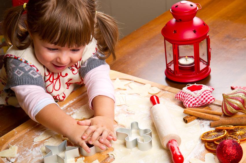 weihnachtspl tzchen backen mit kindern. Black Bedroom Furniture Sets. Home Design Ideas