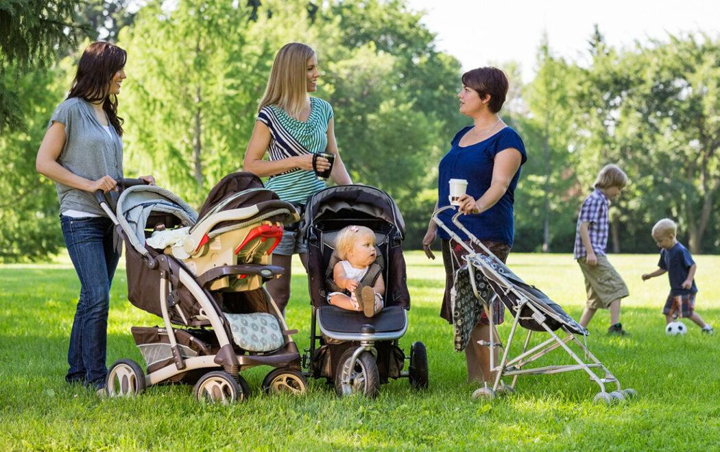 Mütter mit Kinderwagen und Buggy