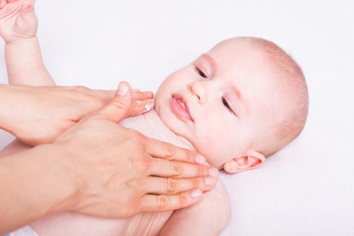 Geschwollene Brust Baby