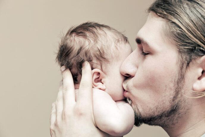 Papa und sein Neugeborenes