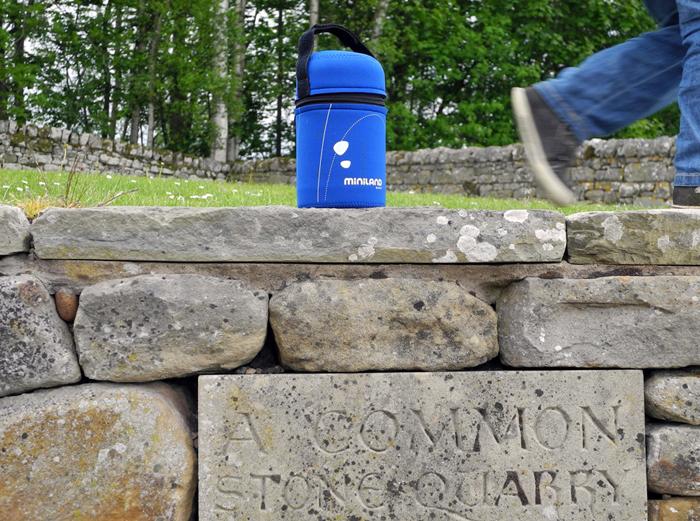 Miniland Edelstahl Isolierbox mit Neoprenhülle im Urlaub