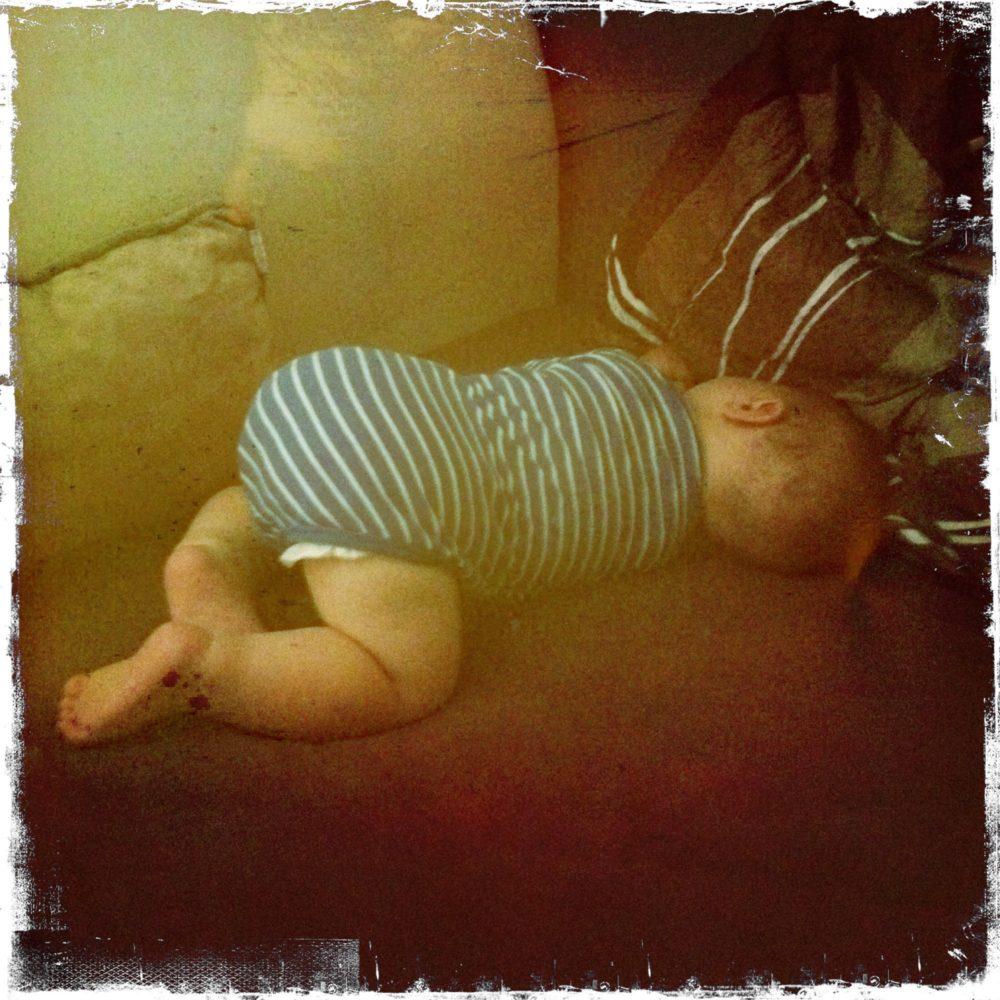 Baby Bauch Schlafen Babyartikelde Magazin