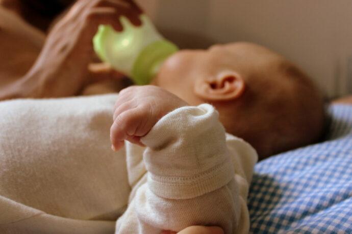 abgepumpte Muttermilch füttern