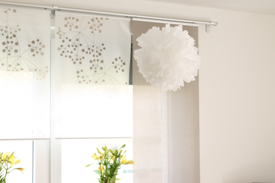 pompons basteln aus servietten magazin. Black Bedroom Furniture Sets. Home Design Ideas