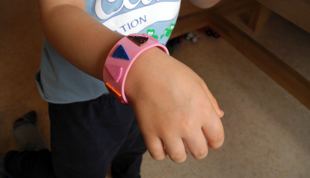 Armband basteln anziehen