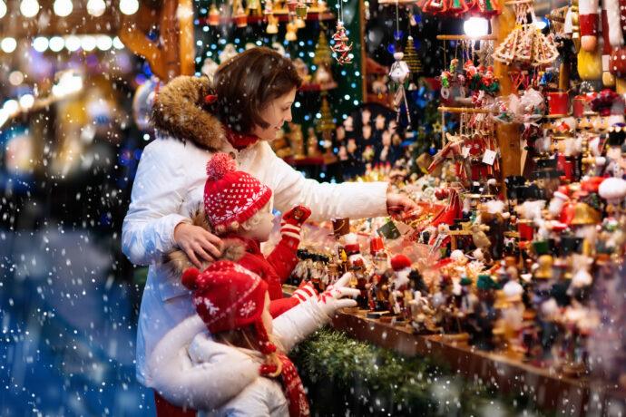 Weihnachtsmarkt mit Kindern