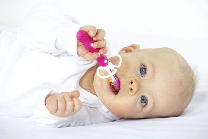 Baby Sabber: Wie oft solltest du Spielzeug sauber machen