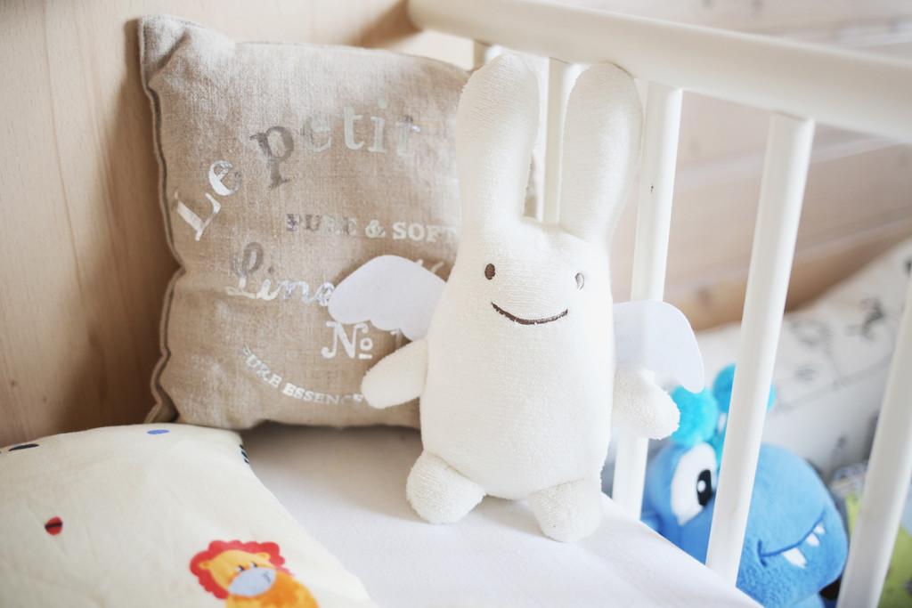 Erholsamer und sicherer schlaf für mein kind wie und worin schläft