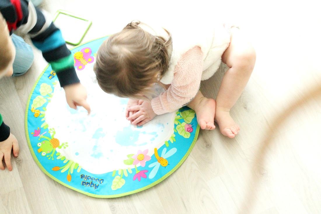 Handabdrücke mit Aqua Doodle Baby