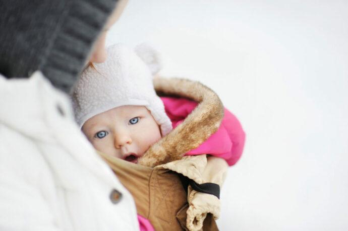Baby tragen im Winter