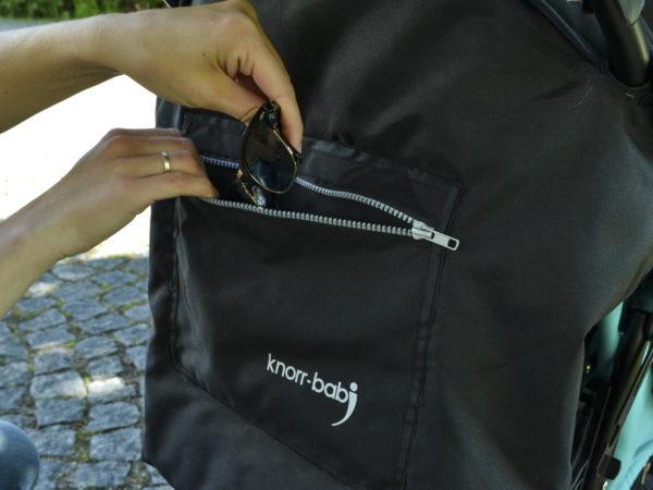 Auch in der Seitentasche des Verdecks hast Du die Möglichkeit deine Utensilien zu verstauen.