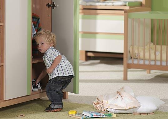 kleiderschr nke. Black Bedroom Furniture Sets. Home Design Ideas