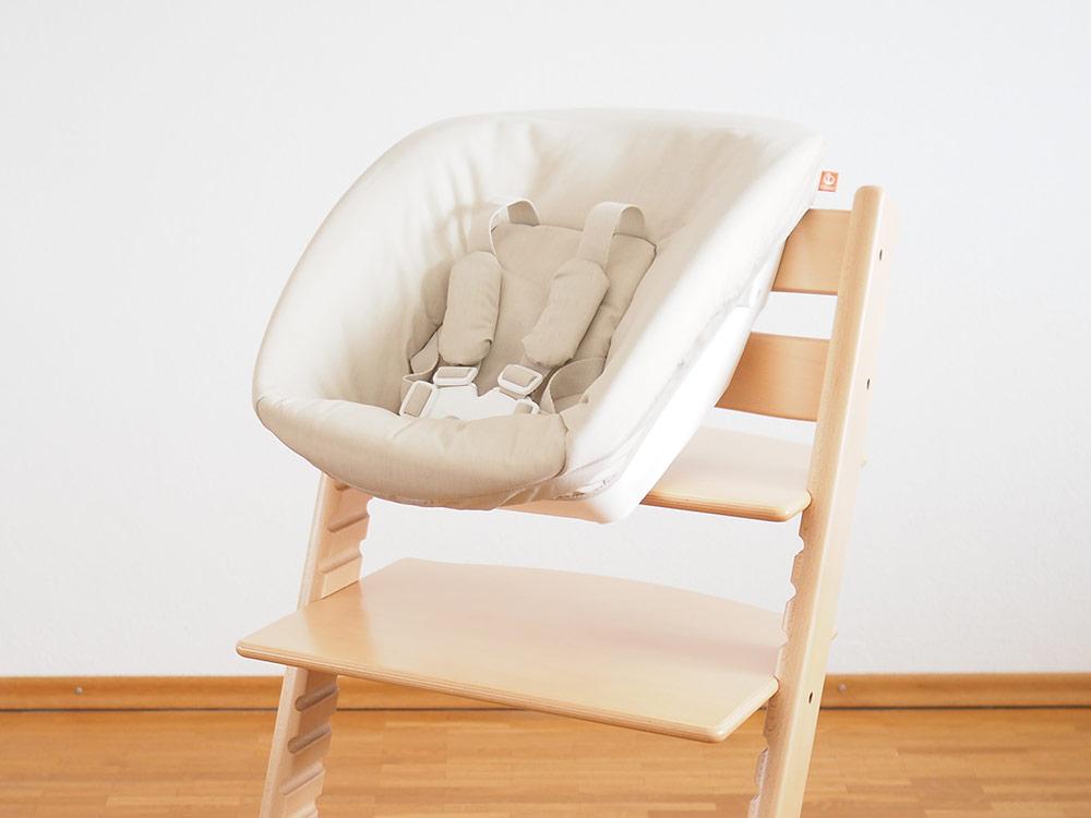 stokke-tripp-trapp-newborn-set-am-hochstuhl-vorne