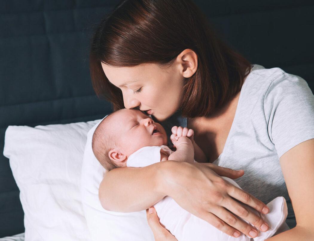 Baby ins Bett bringen Einschlafrituale