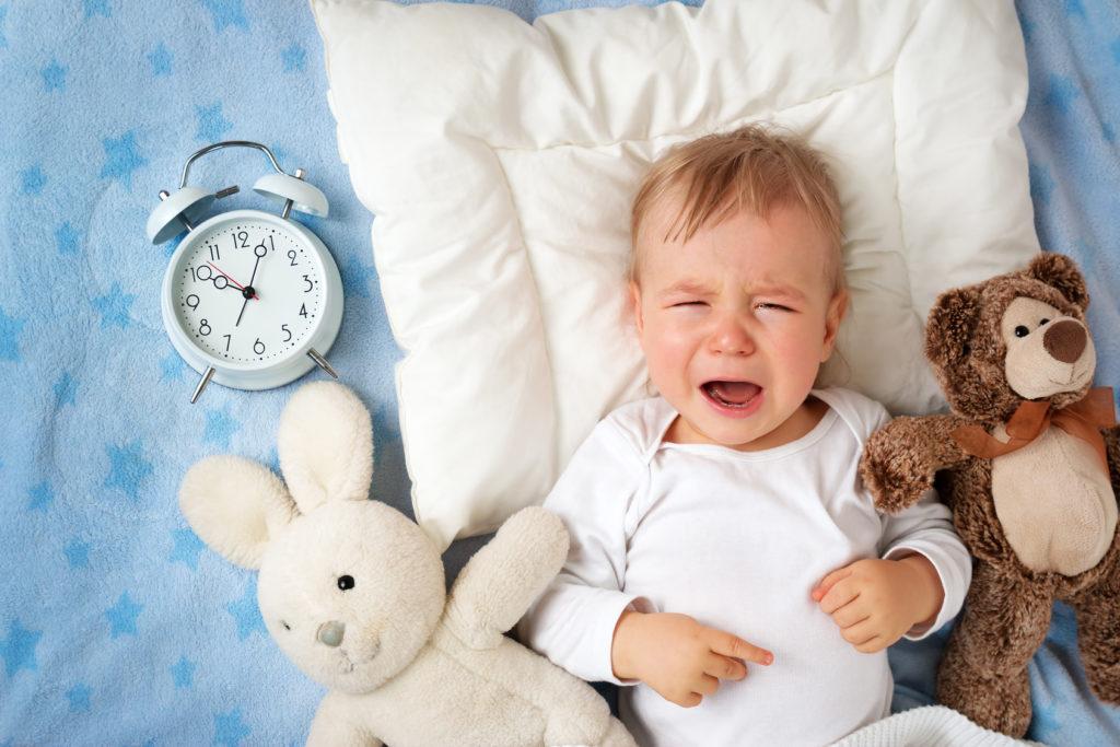 Baby Nachtschreck, Baby schlägt nachts um sich und schreit