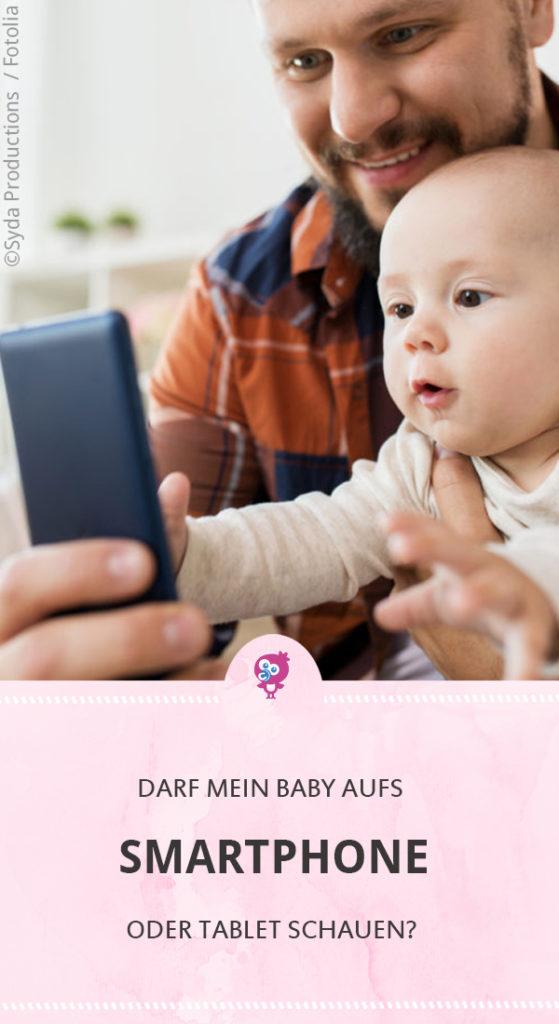Medien-Experten sehen das Thema Babys und Smartphone kritisch. Ob Du Dein Baby mit Handy oder Tablet konfrontieren solltest oder nicht, erfährst Du bei uns im Magazin. #baby #erziehung #smartphone #tablet