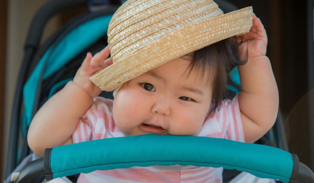 baby will keine mütze aufsetzen, baby sonnenhut, baby sommermütze, hut mit uv-schutz