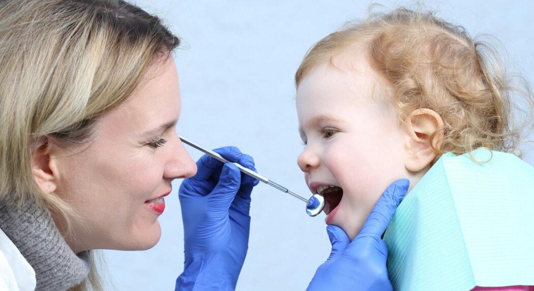 erster zahnarztbesuch kind, baby erstes mal zum zahnarzt