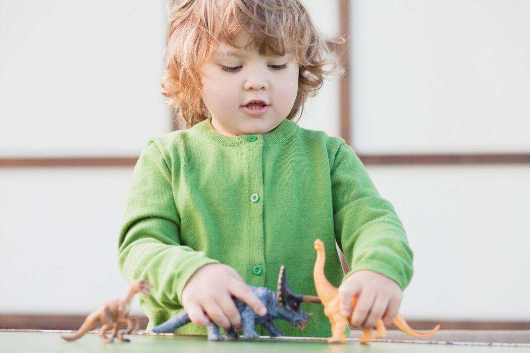 freies spiel, freispiel, erziehungstipps, kind alleine spielen lassen