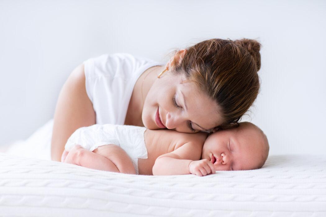 Baby Dreht Sich Nachts Auf Den Bauch Und Weint