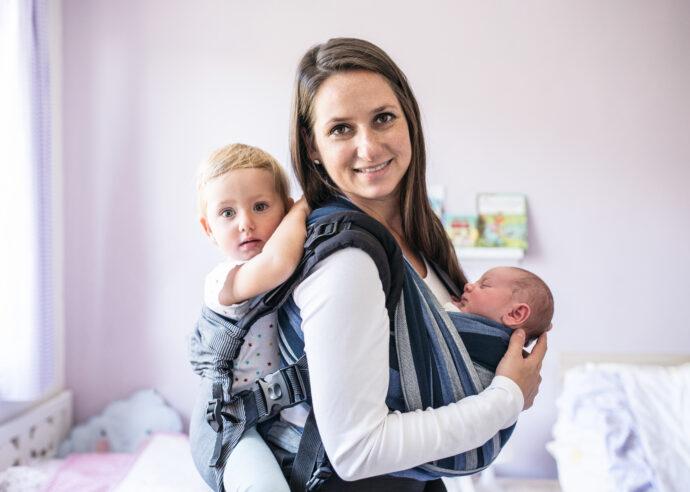 zweifach-mama, zweifachmama, zwei kinder, geschwisterwagen ja oder nein, zwei Kinder tragen