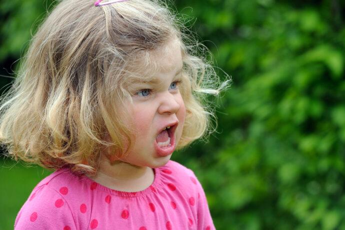 Trotzphase mit 2 Jahren, Kleinkind Wutanfall, Trotzanfall