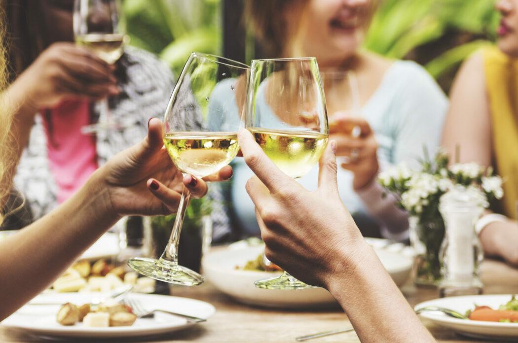 Alkohol in der Stillzeit: Wie viel ist erlaubt?, alkohol stillzeit wie viel, stillen alkohol pralinen torte weinsauce, abpumpen alkohol muttermilch