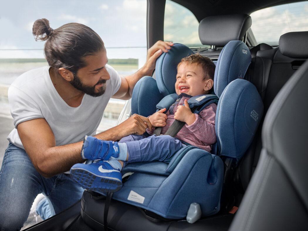 recaro Kindersitz young-sport-hero-prime-sky-blue-car-childseat-recaro-kids