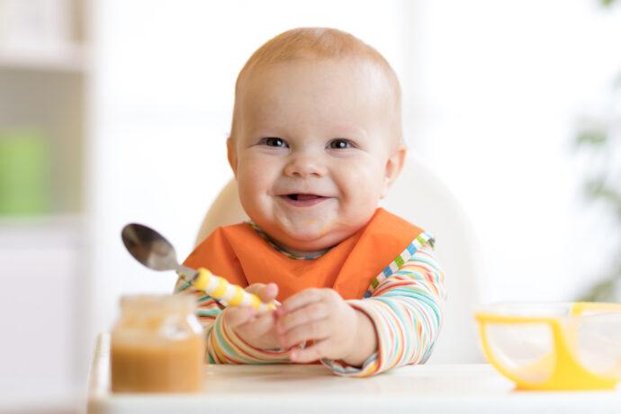 beikostreifezeichen, baby bereit für brei, erster brei, beikost einführen, beikoststart, baby brei geben ab wann, baby füttern ab wann