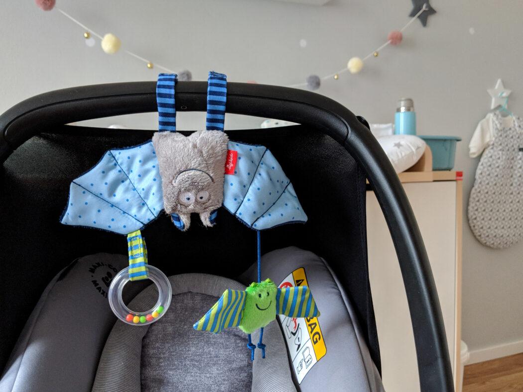 Fledermaus Anhänger für Babyschale Mobile Babyspielzeug Sigikid