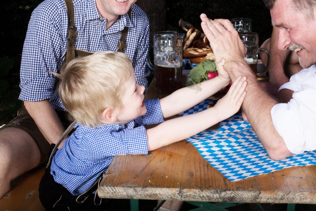 familie kind erziehen dialekt braeuche traditionen sprache bayerisch