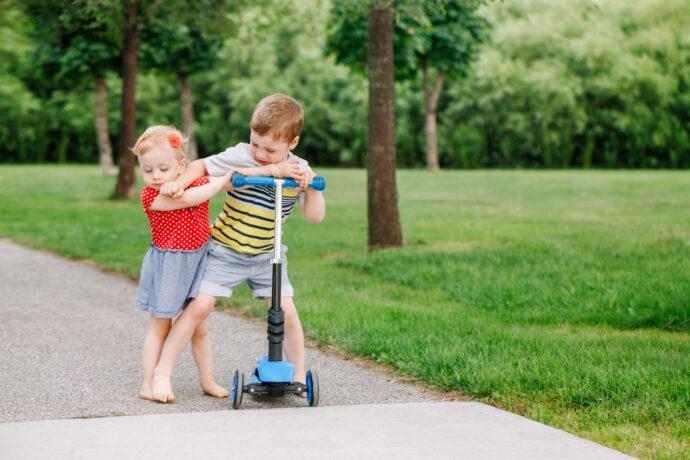 kinder hauen aggressiv mit kleinkindlicher aggression umgehen