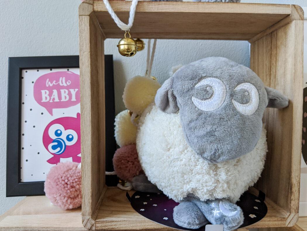 Ewan das Traumschaf Deluxe Sweet Dreamers Einschlafhilfe Kuscheltier mit Herzgeräuschen Schaf