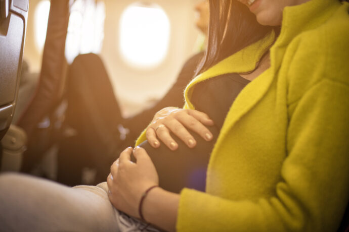 schwangerschaft fliegen urlaub flugzeug schwangere