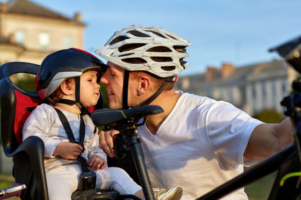 fahrrad fahren baby kleinkind fahrradsitz anhänger lastenrad