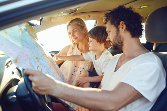 reisen mit kindern auto oder flugzeug
