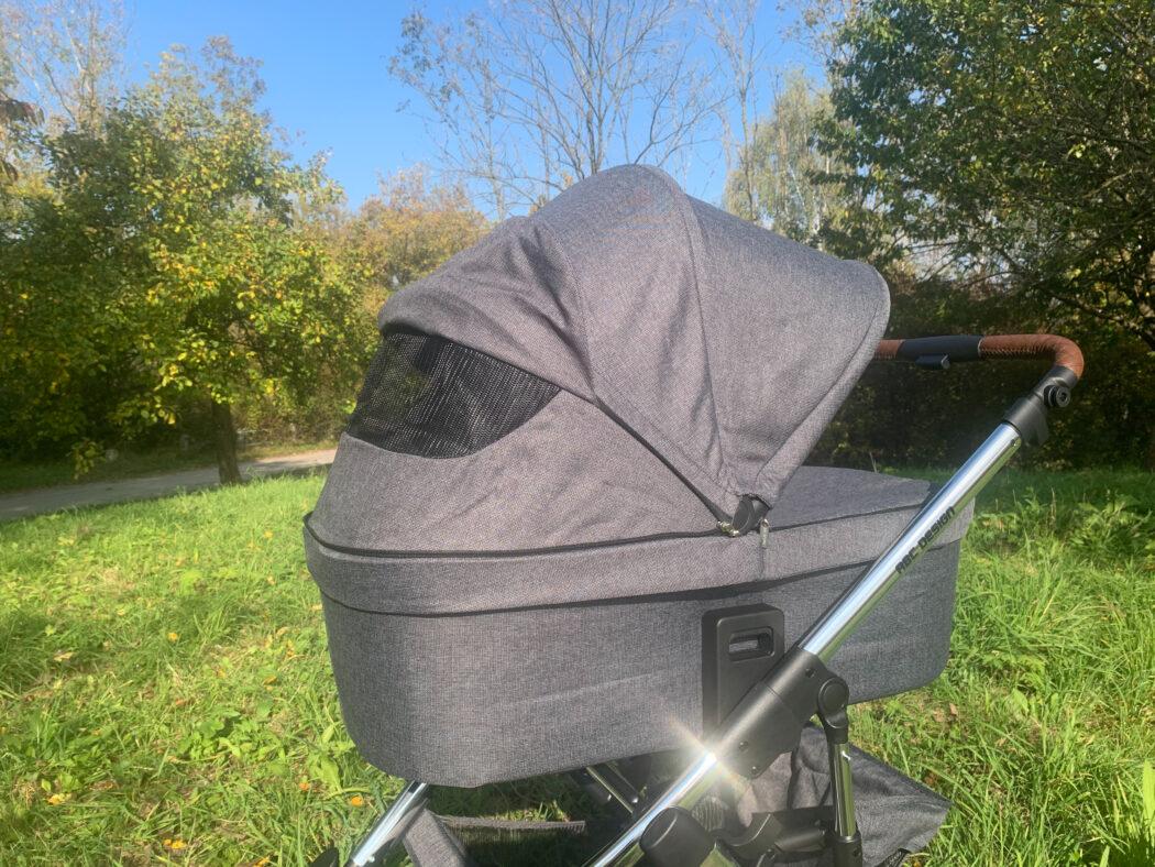 Belüftungs- und Sichtfenster am Sonnenverdeck der Babywanne ABC Salsa 4 Air