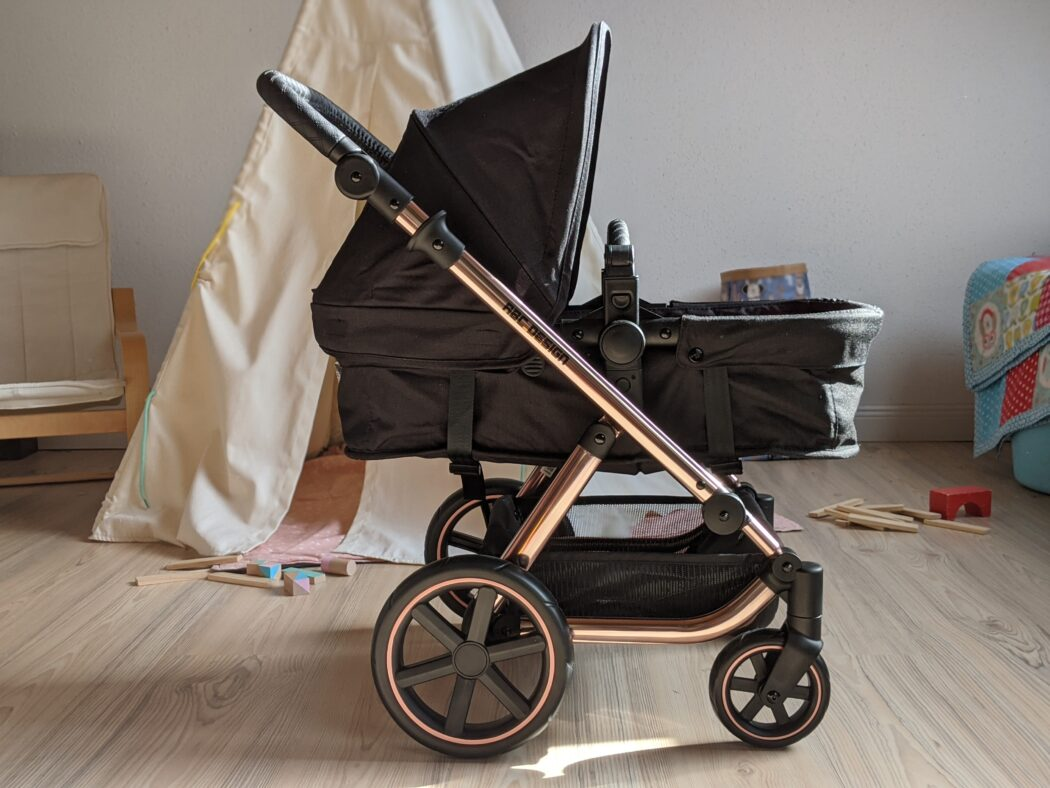 Sportsitz und Babywanne können in Fahrtrichtung wie auch in Blickrichtung zur Puppen-Mama oder Puppen-Papa aufgesteckt werden