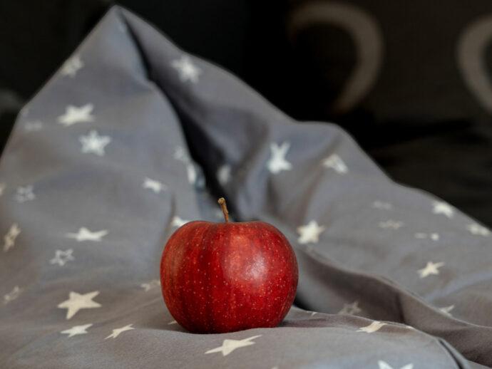 natürliches Dinkel Stillkissen mit Apfel