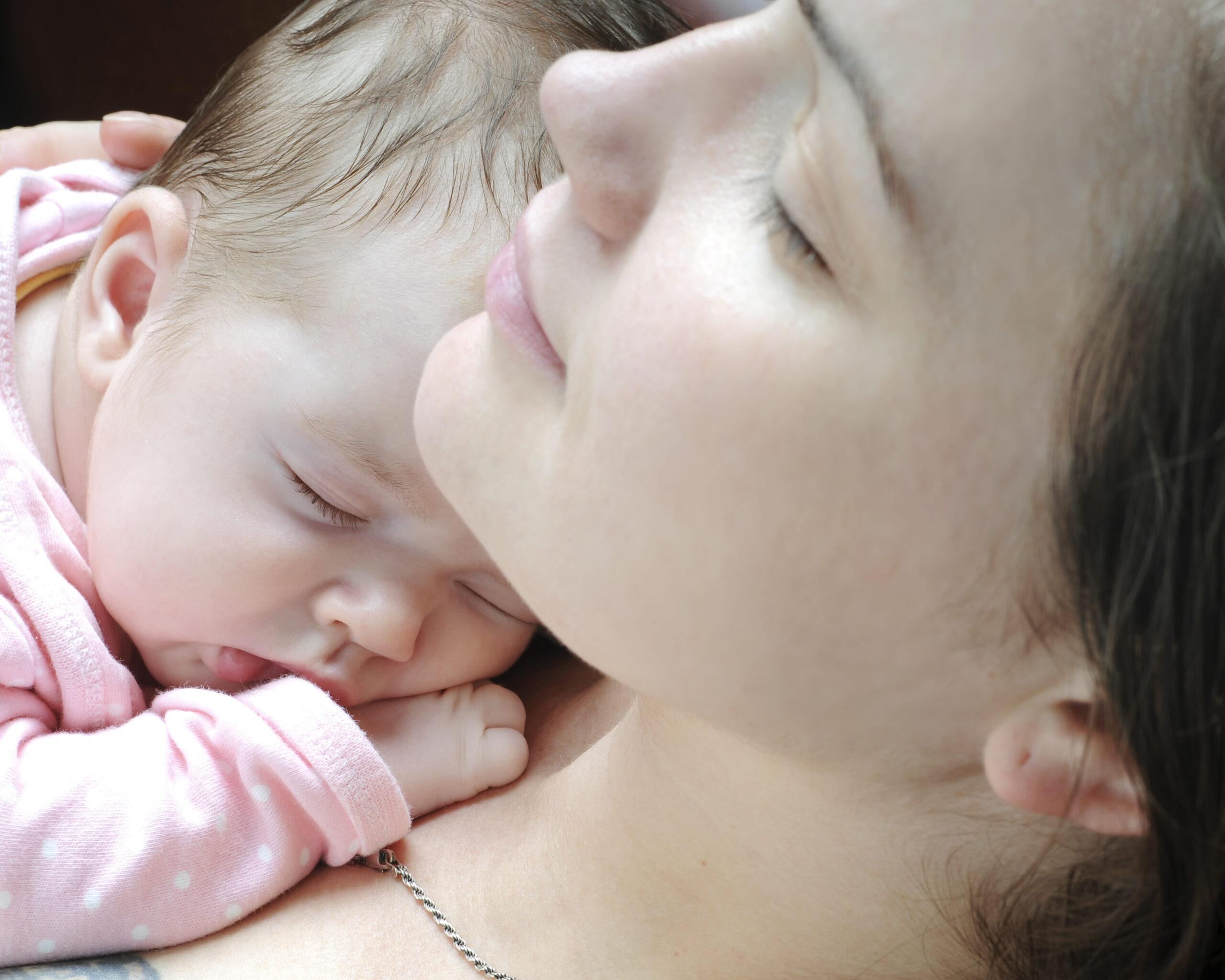Mann und frau beim baby machen ohne decke