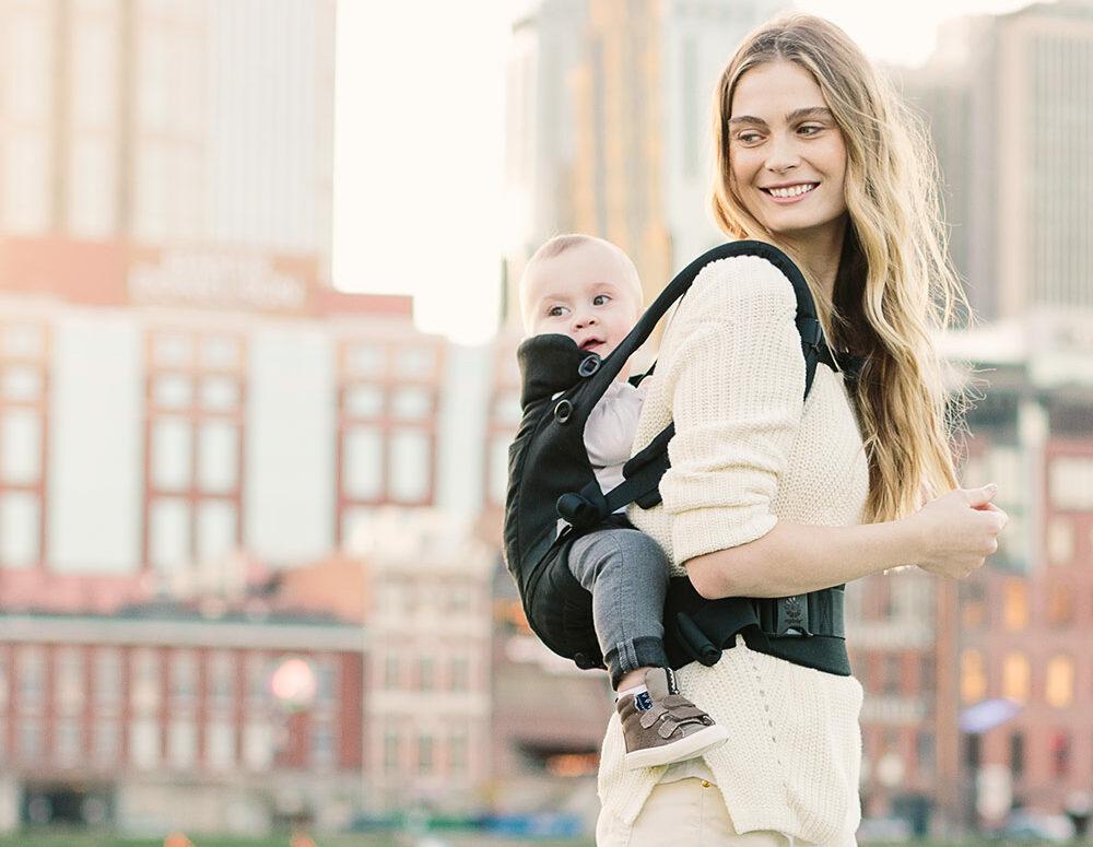 Babytrage Rücken, Baby auf dem Rücken tragen