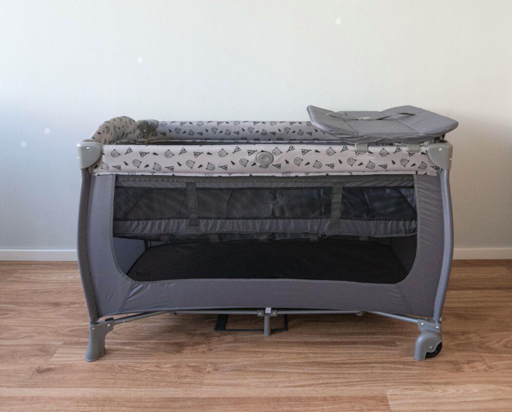 hauck-reisebett-sleep-n-play-center-test-komplett-aufgebaut-mit-aufsatz-und-einhang
