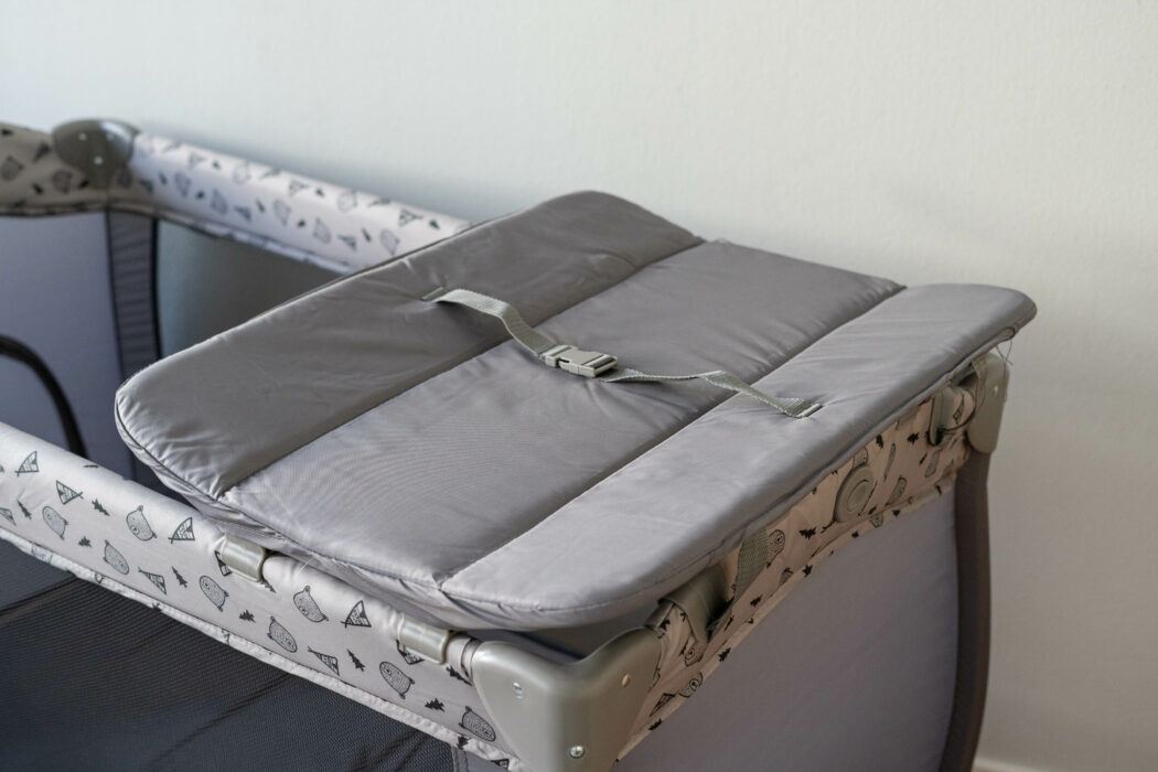 hauck-reisebett-sleep-n-play-center-wickelaufsatz-sicherheitsgurt