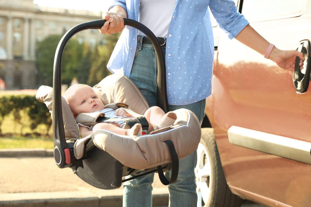 babyschale auto, baby anschnallen auto, maxi cosi auto, richtig anschnallen babyschale, richtig anschnallen maxi cosi