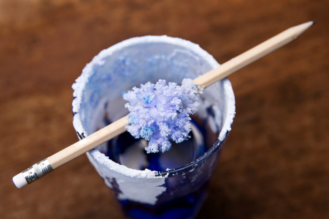 Salzkristalle herstellen, experimente für kinder