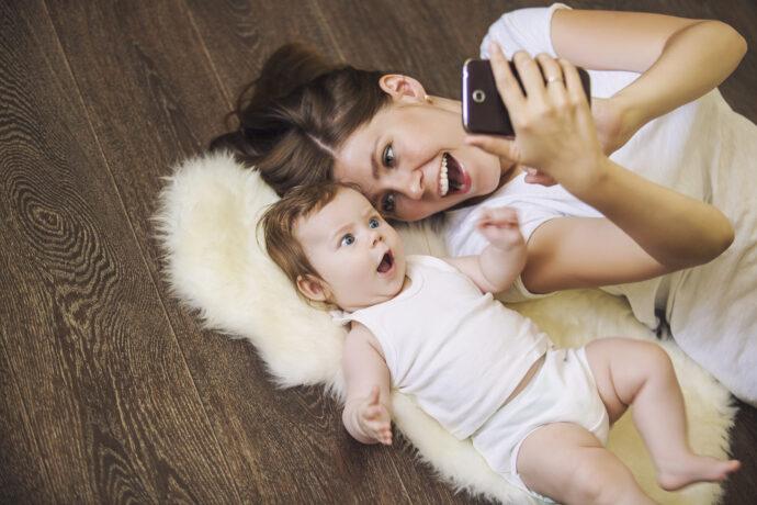 kinderfotos im netz, selfie mutter kind, kinderfotos posten, babyfotos posten,