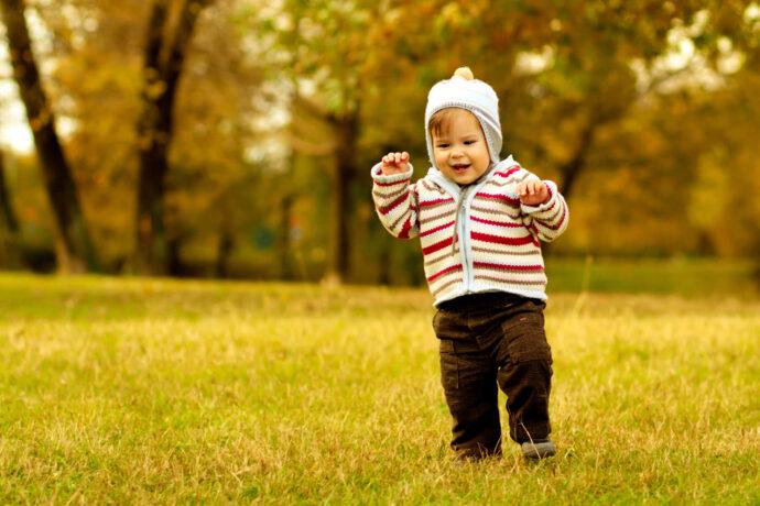 baby läuft, kleinkind läuft